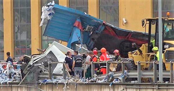 Puente colapsó y deja 39 muertos, 16 heridos y se desconoce el número de desaparecidos