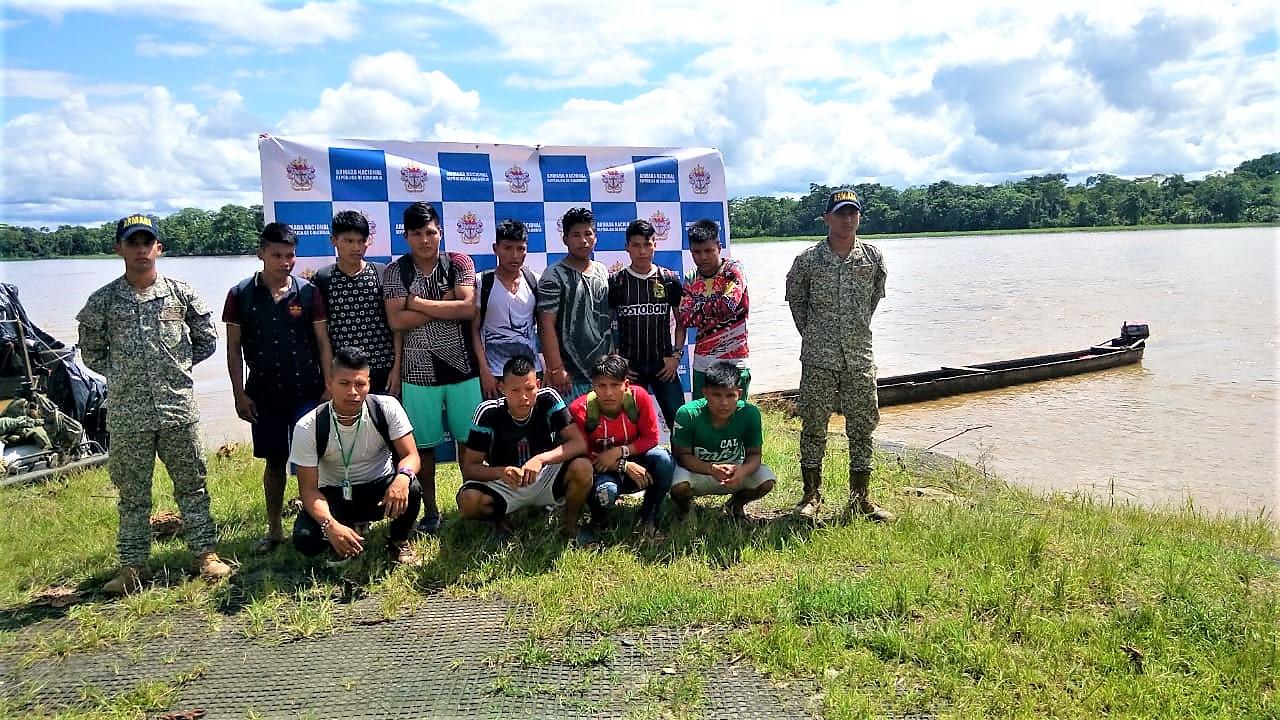 Armada Nacional rescata once personas en el Río Atrato