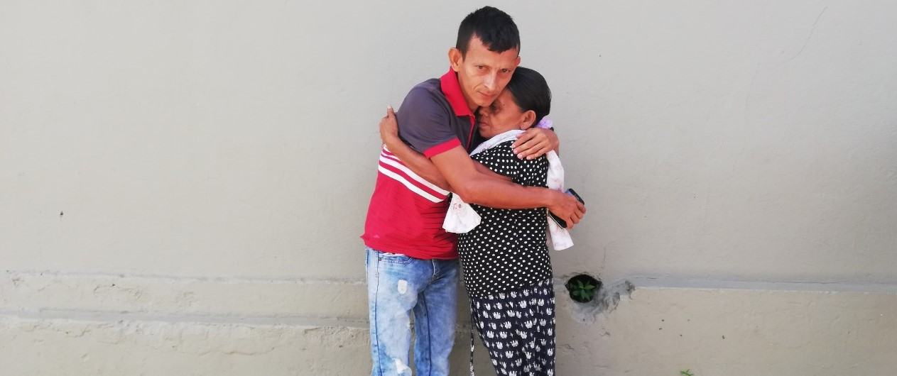 En Puerto Libertador, madre e hijo se abrazan luego de tres décadas de separados